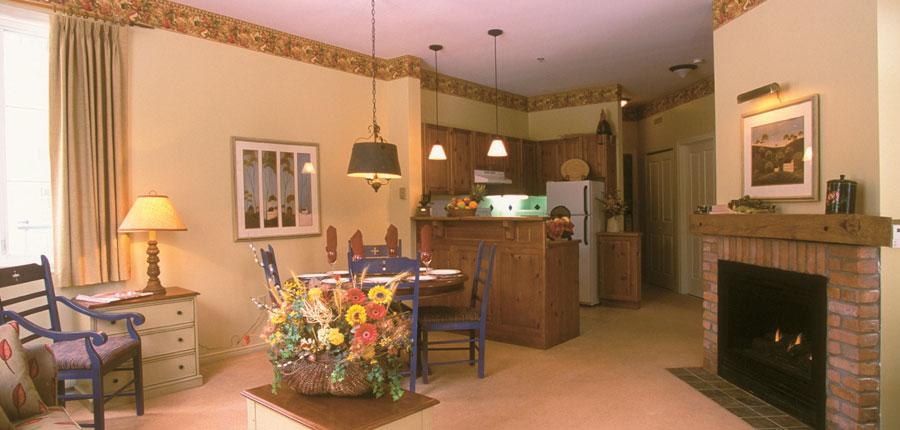 canada_mont_tremblant_kandahar_livingroom_kitchen.jpg